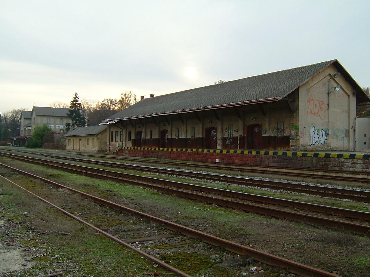 vlakové nádraží - objekty